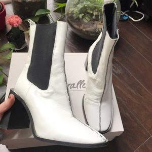 L'Intervalle white leather heeled boots